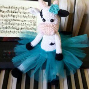 kravica balerina u suknjici od tila, igracka, poklon, rucni rad, nis, srbija, deca, bebe, igra, poklon, amigurumi, gift, cow, krava, @miljina_fabrika_snova, miljinafabrikasnova